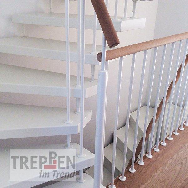 Weiße Holztreppe treppen einzelansicht treppen im trend
