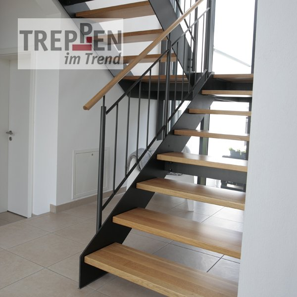 treppen im trend design treppe freistehend treppe holz wei rn51 hitoiro zweiholmtreppe. Black Bedroom Furniture Sets. Home Design Ideas