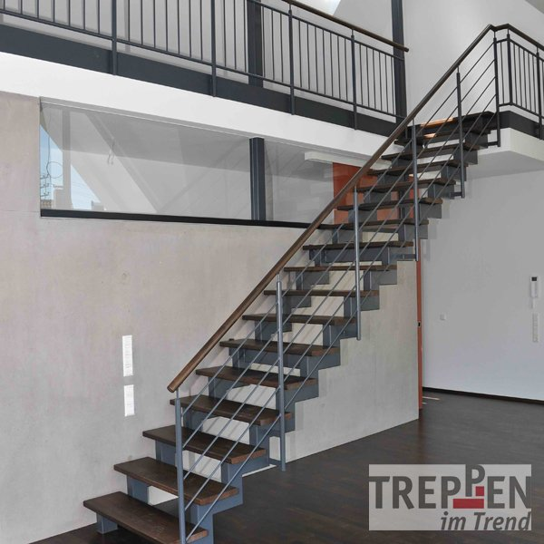 metalltreppe bild zu stahltreppen aussenbereich. Black Bedroom Furniture Sets. Home Design Ideas