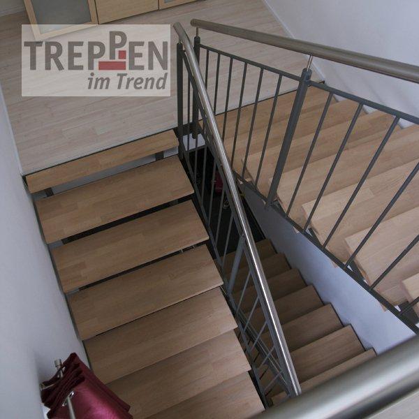treppen im trend mit holzstufen mit holzstufen with treppen im trend amazing zum with treppen. Black Bedroom Furniture Sets. Home Design Ideas